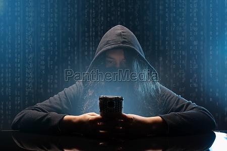 hacker mit handy