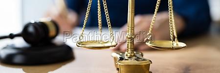 rechtliches vertragsdokument schieds