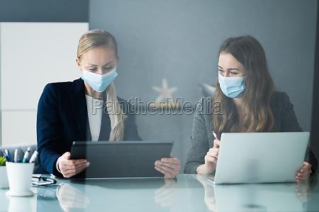 business analyst mitarbeiter die am office
