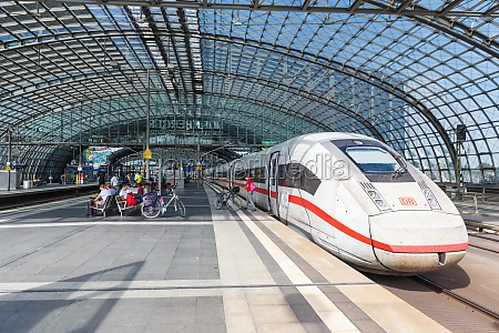 ice 4 hochgeschwindigkeitszug am berliner hauptbahnhof