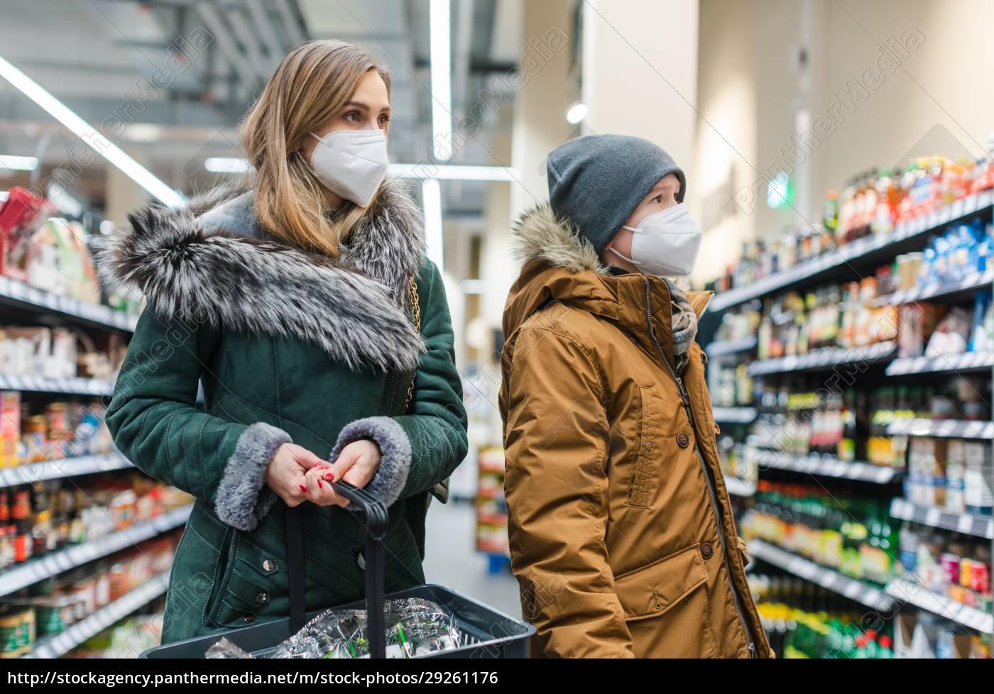 familieneinkauf, im, supermarkt, während, covind19, pandemie - 29261176