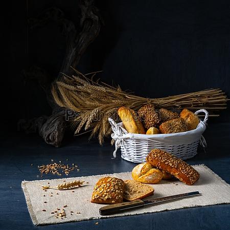koestliche und knusprige fruehstuecksbroetchen
