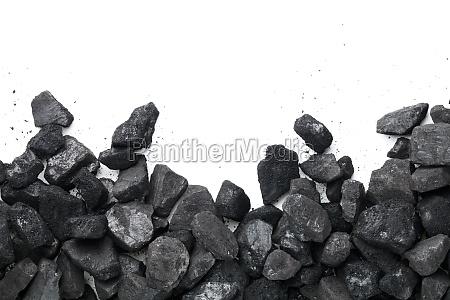 schwarze kohle isoliert auf weissem hintergrund