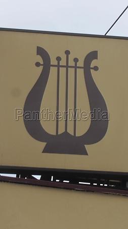 eine harfe musikinstrument mit streichern die