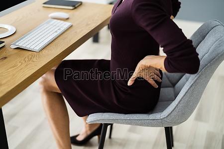 rueckenschmerzen bei der arbeit