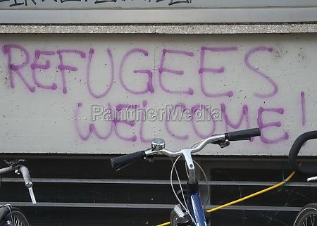 refugees welcome an einer wand geschrieben