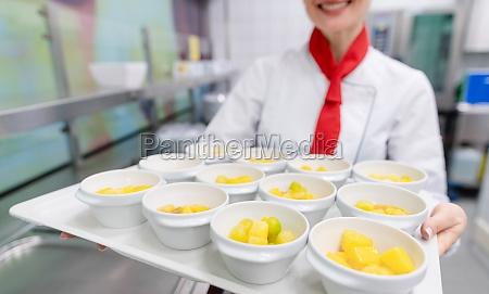 kochen in der kommerziellen kueche zeigt