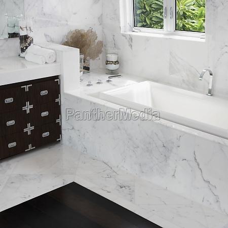 innenausstattung eines badezimmers