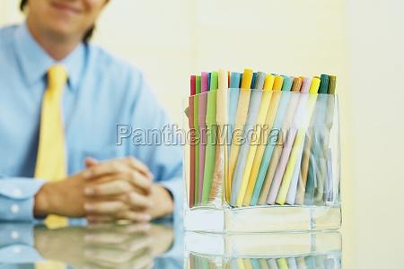 nahaufnahme des filzstifts in einer box