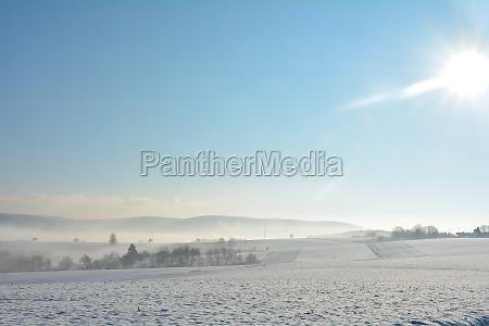 schneelandschaft, mit, feldern, und, nebel, im - 29576584