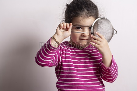 little, girl, with, a, strainer, in - 29581359