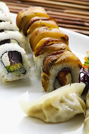 close-up, of, sushi, with, chinese, dumplings - 29598249