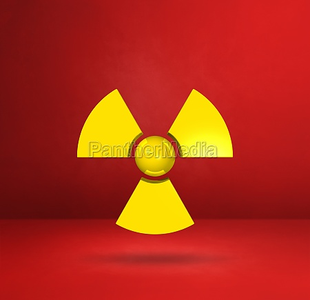 radioaktives symbol auf rotem studiohintergrund