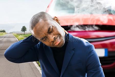 nackenschmerzen und stress in der naehe