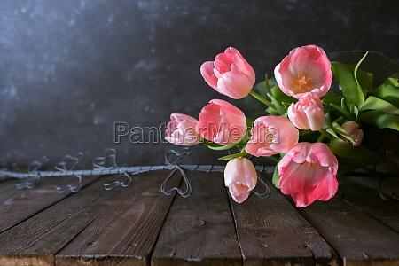 rosa tulpen auf vintage hintergrund
