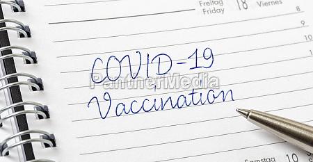 covid 19 impfung auf einer kalenderseite