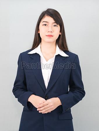 porträt, einer, asiatischen, geschäftsfrau, die, auf, grau - 29626610