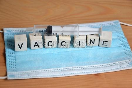 arzneimittelkonzept fuer impfstoff mit spritze