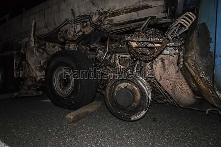 ausgebranntes fahrzeug nach fahrzeugbrand