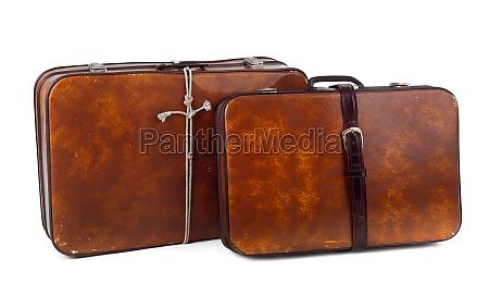 vintage braune koffer auf weissem hintergrund