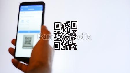 scannen sie qr code mit smartphone