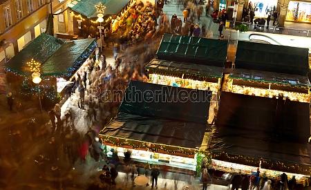 der weihnachtsmarkt auf dem marienplatz in