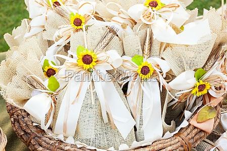 rustikale hochzeit gefaelligkeiten mit sonnenblumen