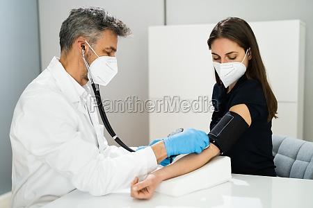 messung des blutdrucks gesundheitscheck