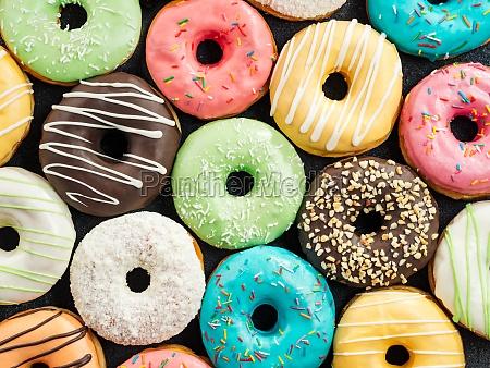 donuts auf blauem hintergrund kopierraum ansicht