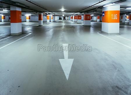 parkhaus in der u bahn asphalt