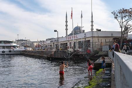 eminonu istanbul tuerkei 18022021 syrische