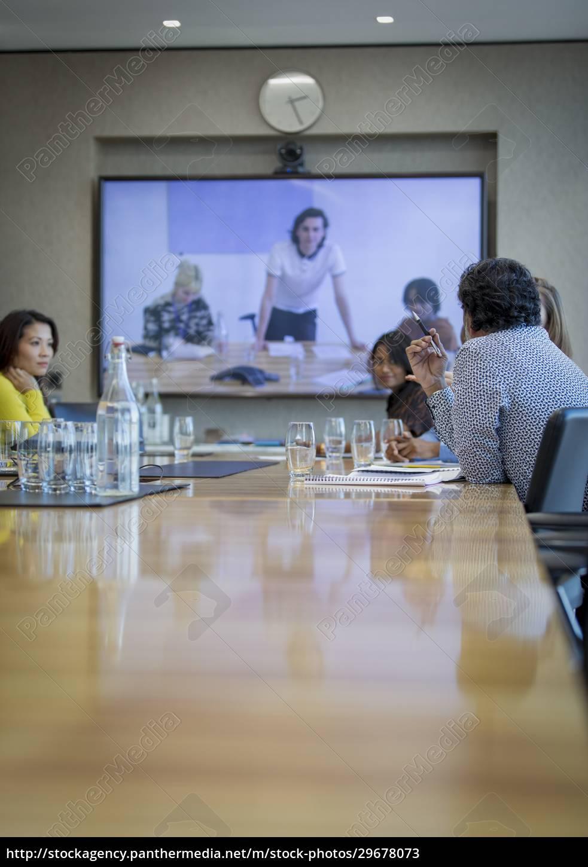 business-leute, videokonferenzen, in, konferenzraumbesprechungen - 29678073