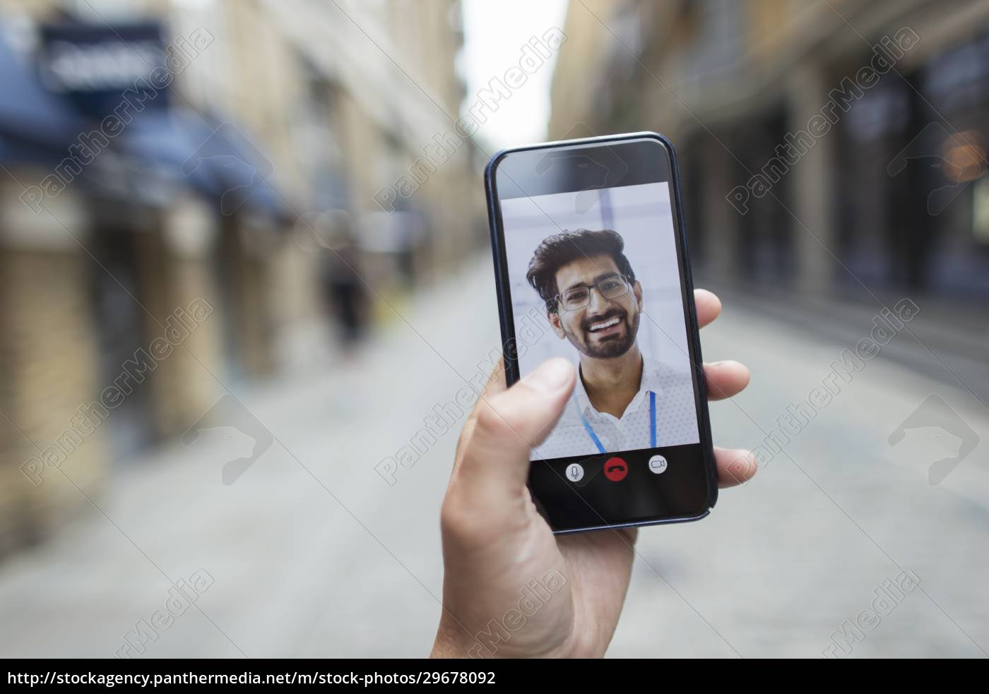 pov, businessmen, videokonferenzen, auf, dem, smartphone-bildschirm - 29678092