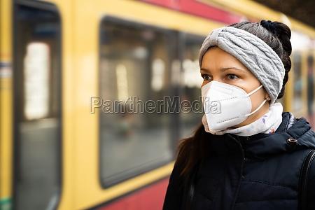 u bahn ffp2 transport maske gesicht