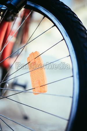 mountainbike reifen draussen sommertag stadtmobilitaet