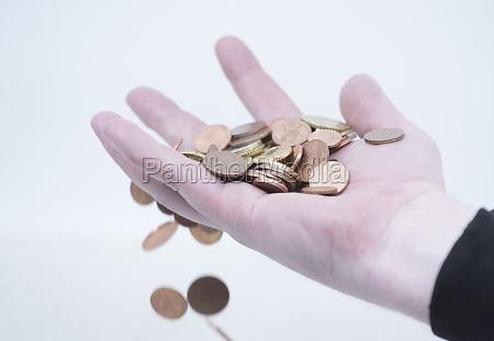 bargeld transaktion hand mit muenzen