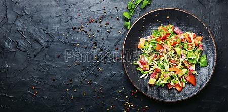 fruehling frischer gemuesesalat