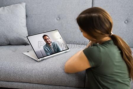 online dating mit videochat und computer