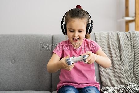 addictive child kid gamer spielen videospiel