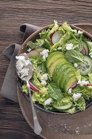 gruener salat avocado