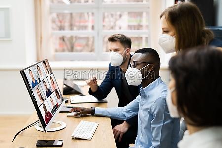 videokonferenz bei business meeting