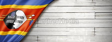 swasiland flagge auf alten weissen wandbanner