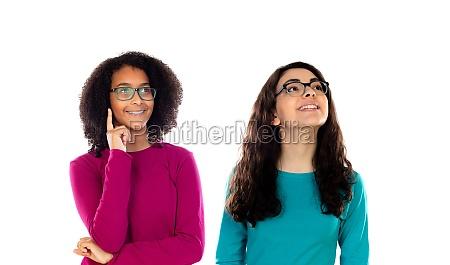 zwei froehliche frauen freunde maedchen