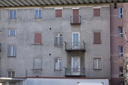 balkon in einem mehrfamilienhaus