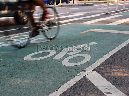 radfahrer auf bike road in new
