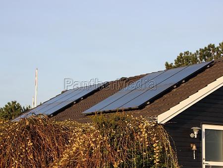 klimaschonende solarzelle auf dem gebaeudedach