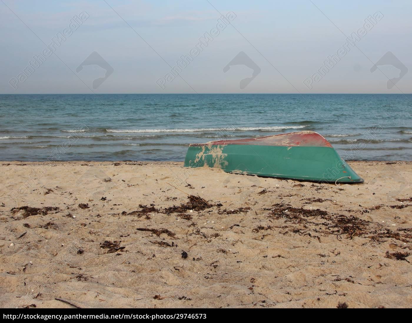 green, rowing, boat, upside, down, on - 29746573
