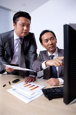 kommunikationsanalyse mitarbeiter diskussion kontakt junge maenner