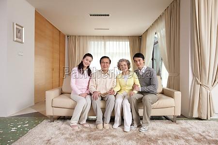 orientalische langlebigkeit asiatische laecheln vier junge