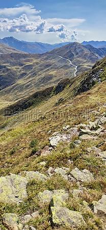 suedtiroler alpen im herbst